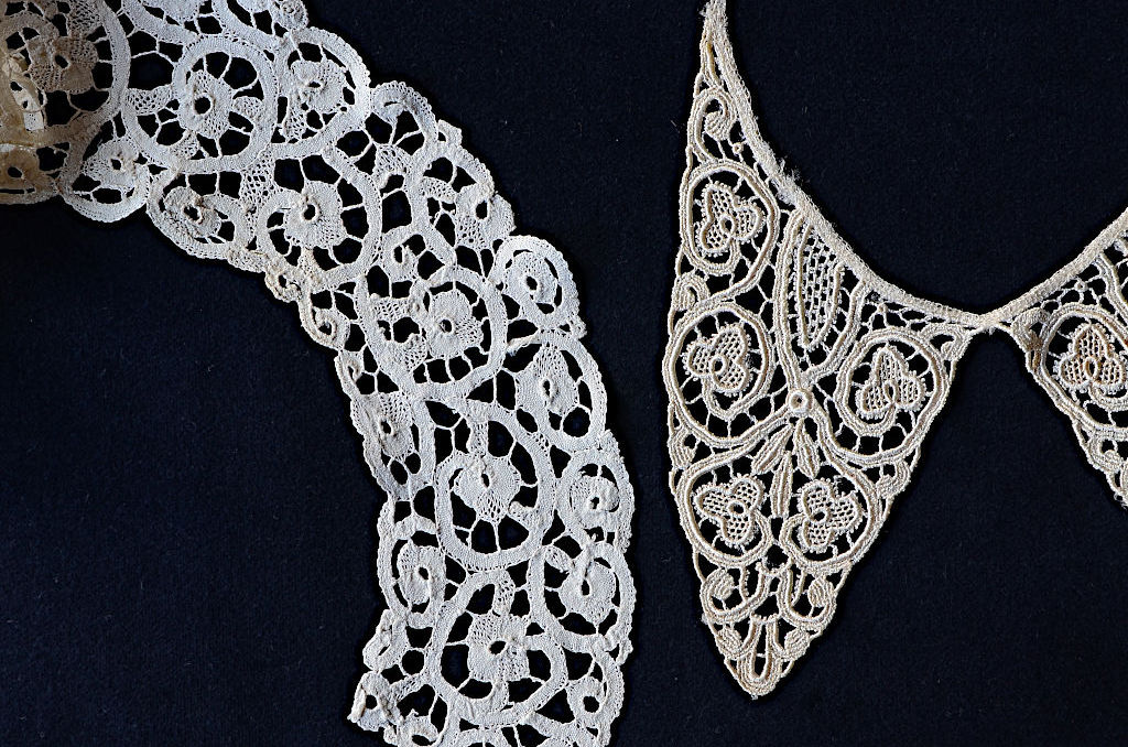 Two lace collars. Left: TRC 2007.0568, right: TRC 2015.0137mm