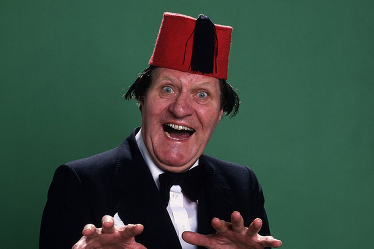 The British comedian, Tommy Cooper, wearing his iconic fez, which in fact is a tarbush.