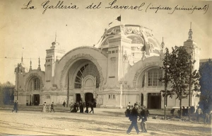 At the Galleria del Lavoro, at the 1906 Milan exhibition, embroiderers were actually embroidering souvenirs for visitors.