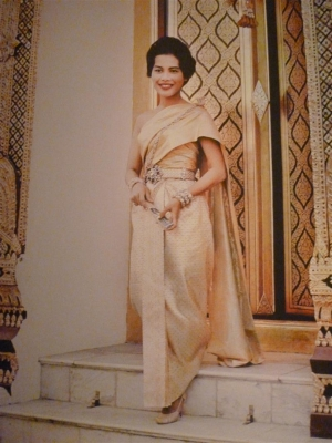 Queen Sirikit in 1962, wearing a form of 'new' Thai national dress.