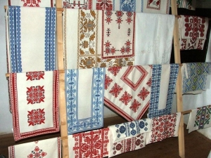 Examples of local Beregi embroidery in the Provincial House of Tákos.