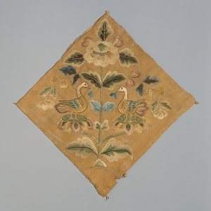 Fragment of Chinese embroidery showing two opposed birds. China, early 8th century.