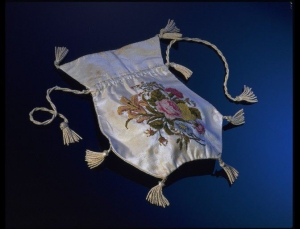 Embroidered silk reticule, England, early 19th century.