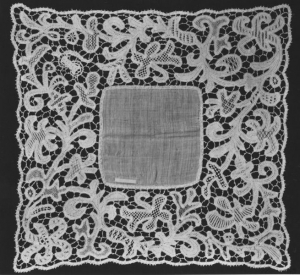 Handkerchief with machine woven tape lace. UK, late 19th century.