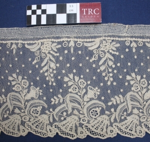 Example of embroidered net. Brussels, c. 1900.