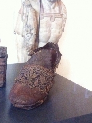 Lady's shoe from the Friedenssaal in Münster, Germany. Dated early 17th century.