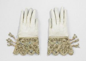 Pair of embroidered gloves, Holland, 1622.