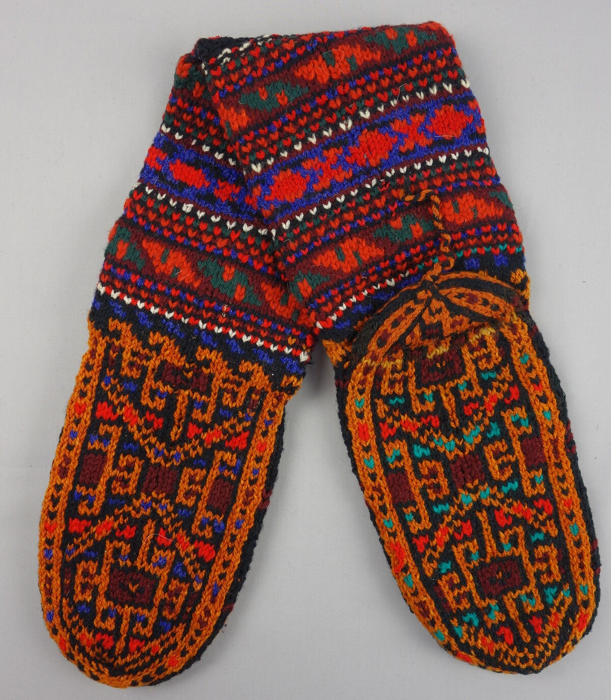 Woollen Turkmen socks from Iran, 1999, TRC 1999.0130a-b.