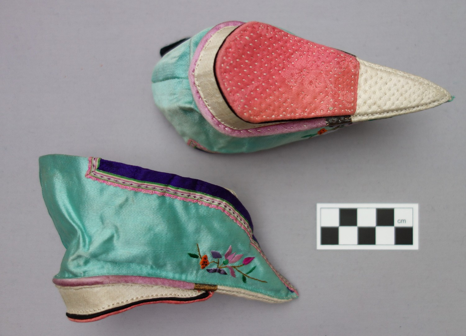 Pair of daily lotus shoes, early 20th century (TRC 2013.0063a-b).