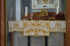 Embroidered altar furnishings (made by Indian Malankara nuns; photograph by Gillian Vogelsang-Eastwood).