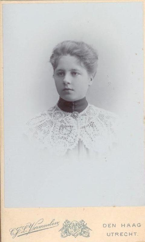 Foto uit ca. 1904 van Henriëtte Braunstahl (1885-1983). TRC Collectie.
