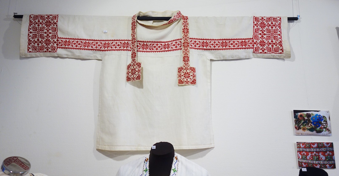 Tunic and stola with embroidery, TRC collection.