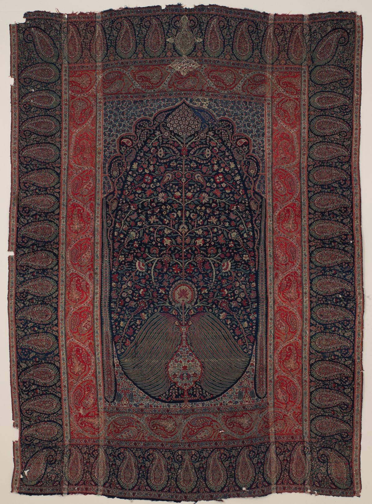 Kashmir shawl, attributed to Mohammed Azim Khan, the Pashtun governor of Kashmir between c. 1813 and 1819 (courtesy Metropolitan Museum of Art, New York, MMA x.103.4).