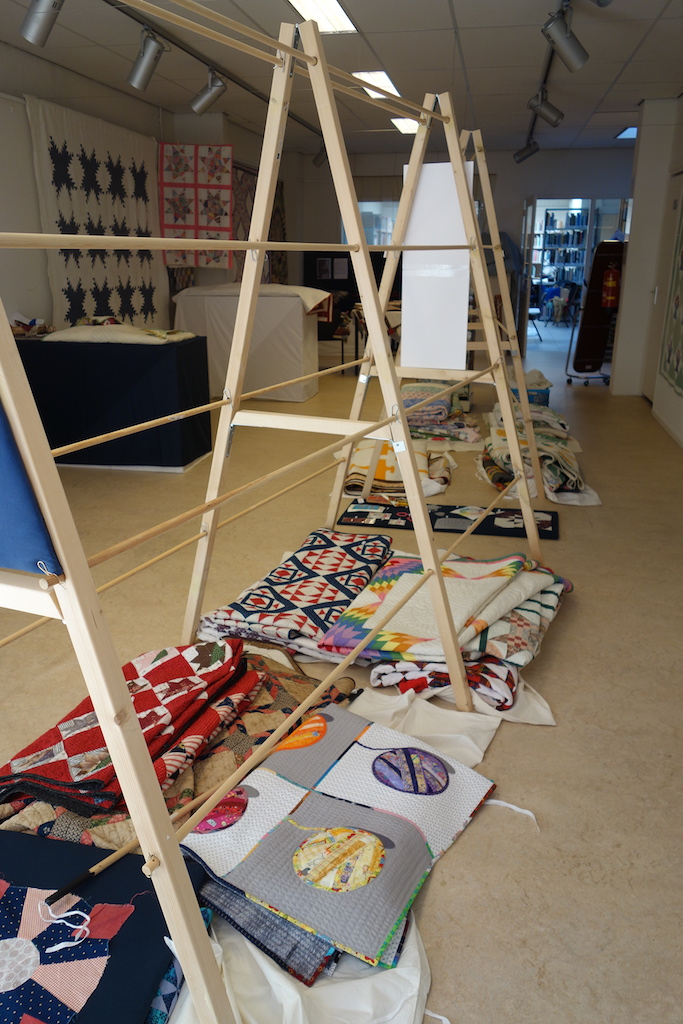 TRC's American Quilts exhibition temporarily being taken down, 27 March 2020.